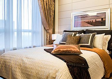 时尚卧室金丝床垫四件套